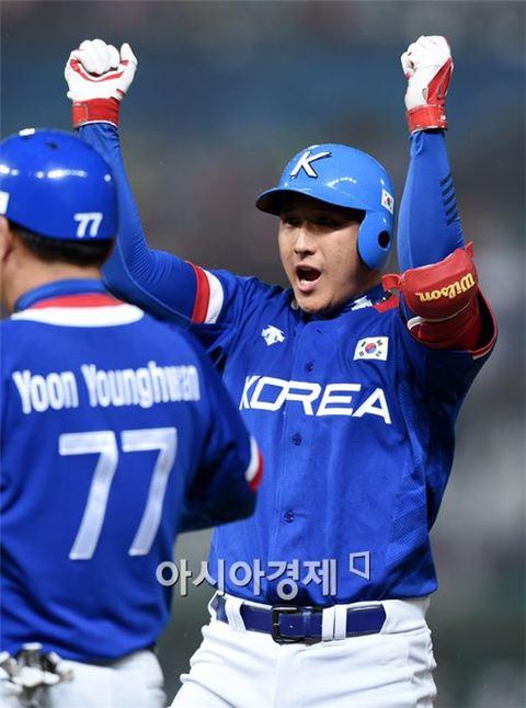 한국 야구대표팀 황재균(오른쪽)[사진=김현민 기자]