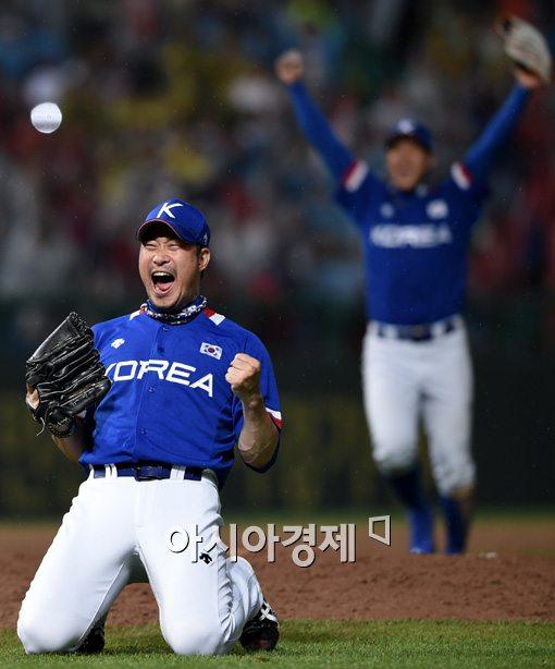 [포토]포효하는 봉중근,'우리가 금메달이다!'