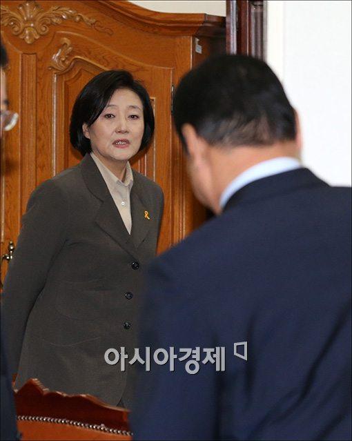 """與, 박영선 사퇴에 """"지도부 공백 최소화돼야"""""""