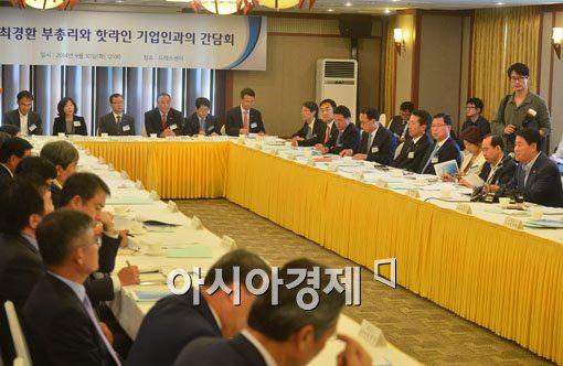 [포토]기업인들 만난 최경환 경제부총리