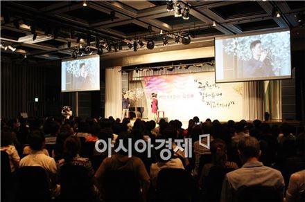 삼성물산은 지난 23일 부산에서 가수 원미연과 김창옥 휴먼컴퍼니 대표 등을 초청해 '래미안 장전' 관심 고객들을 대상으로 토크콘서트를 진행했다.