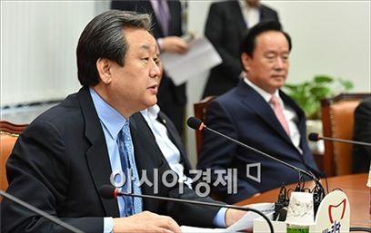 김무성 새누리당 대표가 새누리당 회의에서 발언하고 있다.
