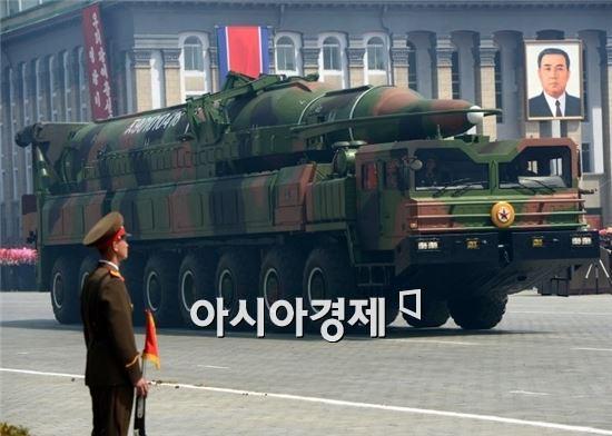 KN-08은 북한이 2012년 4월 김일성 생일 100주년 군사퍼레이드에서 공개한 이동식 ICBM이다.