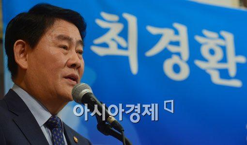 """[포토]최경환 부총리, """"공무원 연금, 반드시 개혁해야"""""""