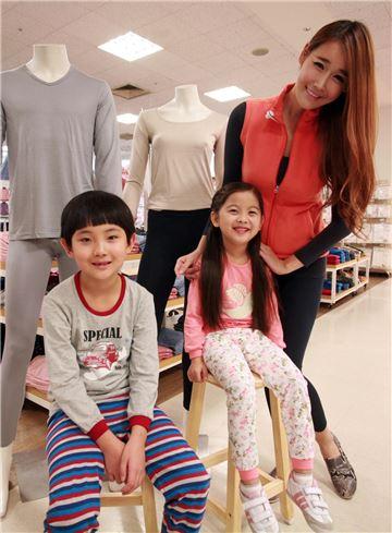 2일 오전 서울시 용산구에 위치한 이마트 용산점 언더웨어 매장에서 모델들이 데이즈 히트필을 착용해 선보이고 있다.