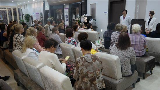 피부과 진료설명회에 참가한 러시아 의료관광객들.