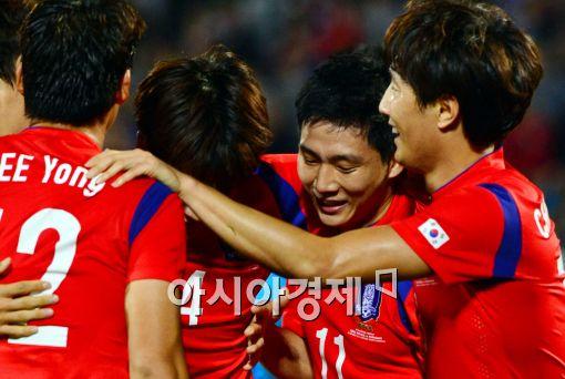 한국, 파라과이 2-0 제압…슈틸리케 감독 데뷔 승