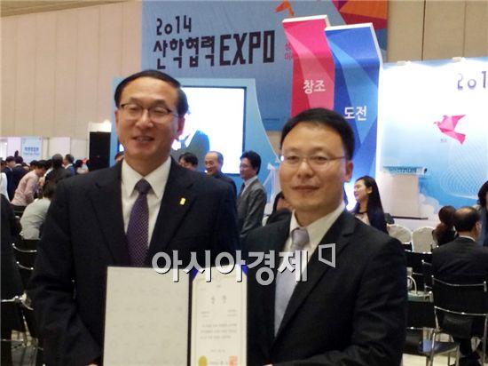 광주대학교(총장 김혁종)가 15일 서울 삼성동 코엑스에서 개막한 제7회 산학협력엑스포에서 산학협력 우수사례경진대회(기술협력)부문에서 장려상을 수상했다.