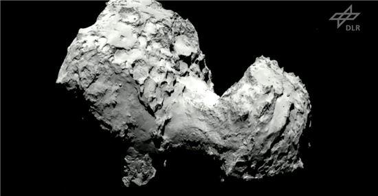 ▲필레가 착륙할 67P 혜성이 보인다.