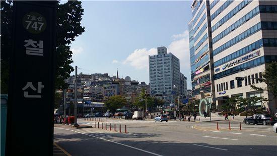 서울 구로차량기지 이전으로 광명시에 지하철역 4개가 신설, 1·7호선 환승역이 되는 철산역 인근 전경