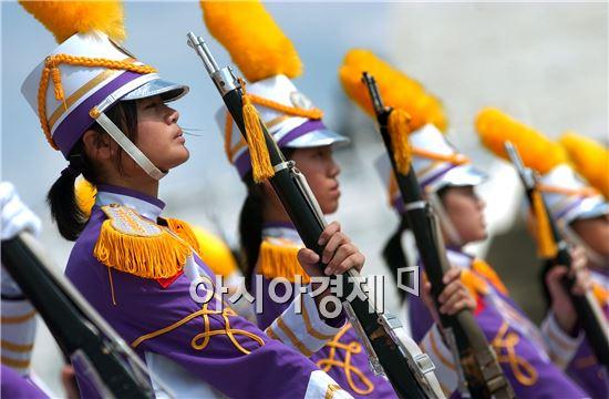 올해 6월 말 현재 육ㆍ해ㆍ공군의 여군은 9228명으로 여군은 꾸준히 늘어나고 있다.