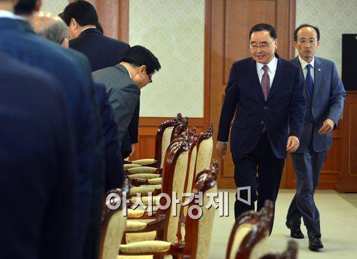 [포토]국가정책조정회의 참석하는 정홍원 총리