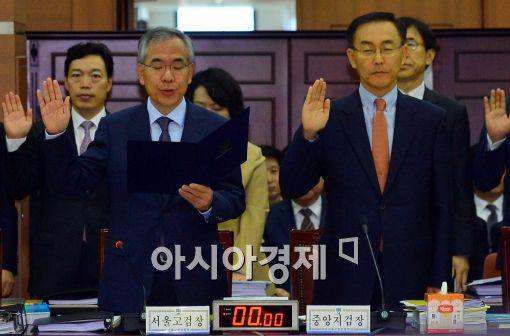 [포토]선서하는 국민수-김수남