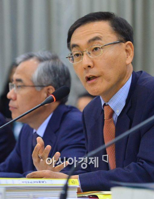 [포토]카카오톡 감청 관련에 대해 설명하는 김수남 서울중앙지검장