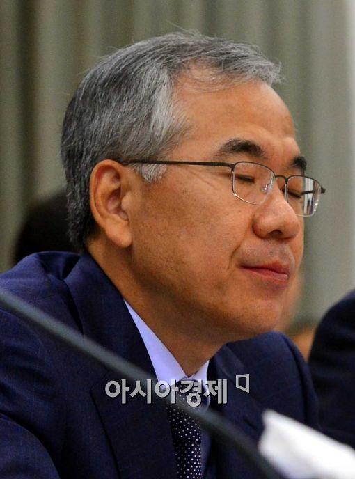 [포토]두 눈 감은 국민수 서울고등검찰청장