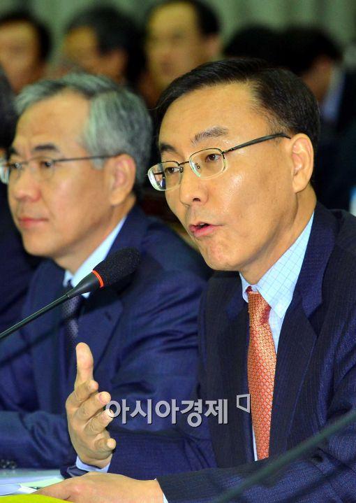 [포토]감청 관련 설명하는 김수남 서울중앙지검장