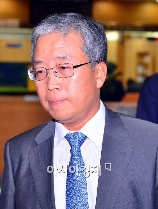 [포토]긴장한 송광조 前 서울지방국세청장, 집행유예 선고