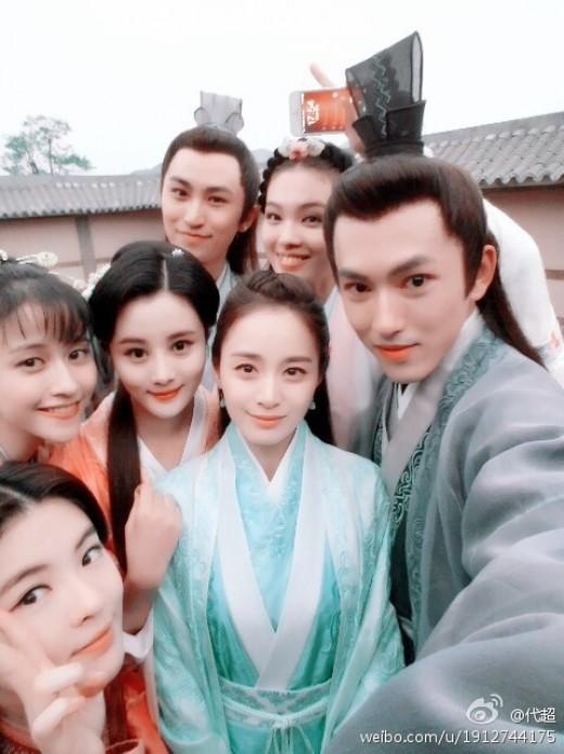김태희, '서성왕희지' 동료배우들과 인증샷 [사진=중국 배우 다이차오 '웨이보' 캡쳐]