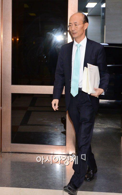 [포토]KB금융 회추위 참석하는 김명직 사외이사