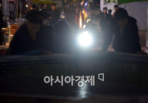 [포토]무너진 환풍구를 비추는 빛