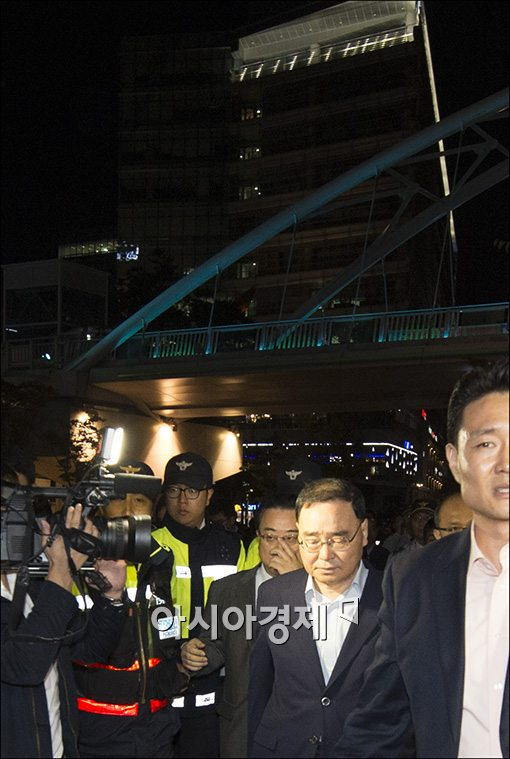[포토]고개들지 못하는 정홍원 총리