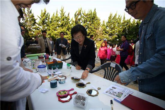 대모산 축제에 참가한 신연희 강남구청장