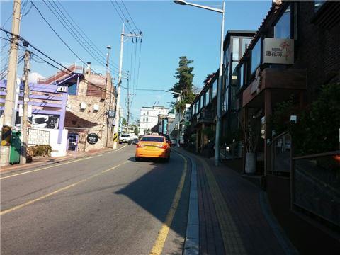 서울의 유명상권 지도가 바뀌고 있다. 사진은 최근 상가 투자처로 주목받고 있는 이태원 경리단길 일부.