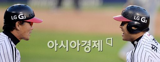 [포토]쐐기타 치고 환호하는 LG 최경철
