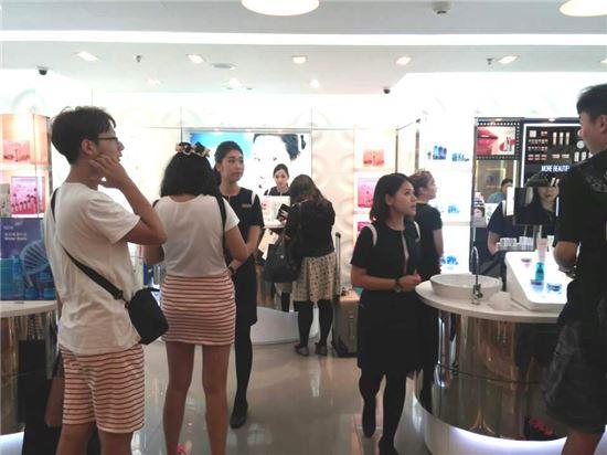 홍콩 하버시티 레인 크로포드 백화점에 위치한 라네즈 매장