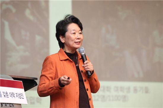노정혜 서울대 생명과학부 교수가 28일 서울여대에서 특강을 진행하고 있다.