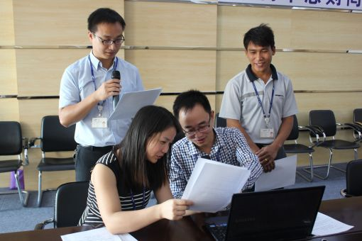 사내방송 중국어 더빙 작업에 참여 중인 삼성토탈 중국 현지직원들.