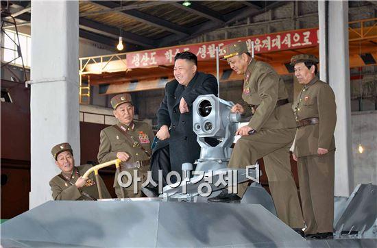 북한이 탄도미사일(SLBM)을 발사할 수있는 신형 잠수함을 개발한 것으로 알려졌다.