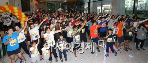 [포토]제12회 63계단 오르기 대회 개최, 몸푸는 참가자들