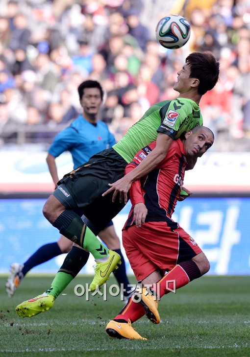 [포토]김기희-에스쿠데로, '어부바 축구'