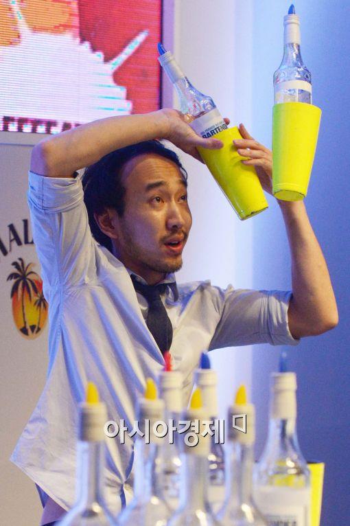 [포토]'아슬아슬한 칵테일 쇼'