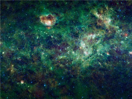 ▲나사의 와이즈 망원경이 촬영한 우리은하의 성간 공간.[사진제공=NASA]