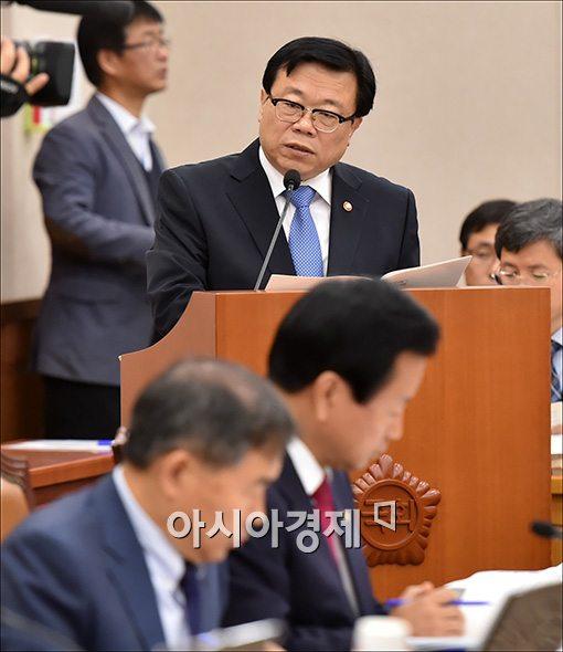 [포토]예산안 보고하는 이동필 장관
