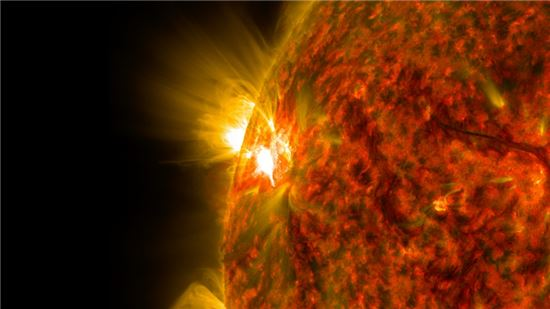 ▲태양이 5일(현지 시간) M등급의 플레어를 방출했다.[사진제공=NASA]