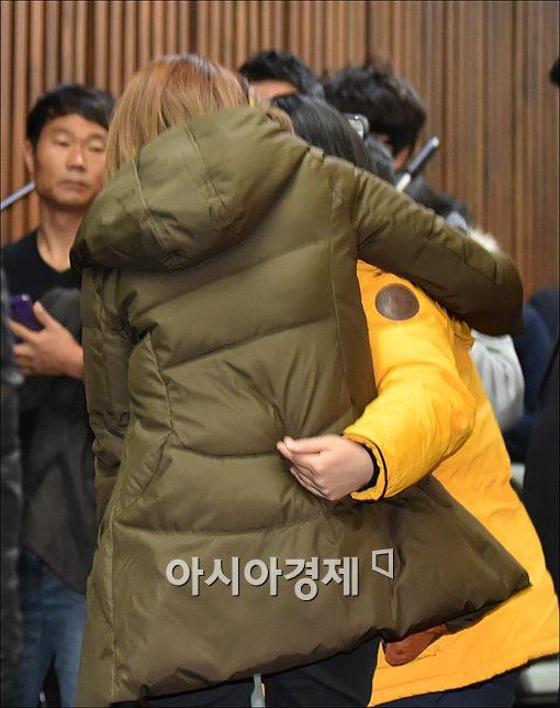 [포토]서로 위로하는 세월호 유가족