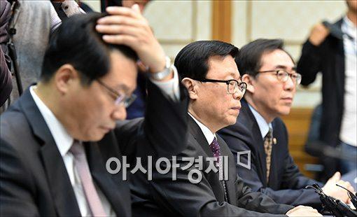 [포토]여야정 FTA 협의체 참석한 이동필 장관