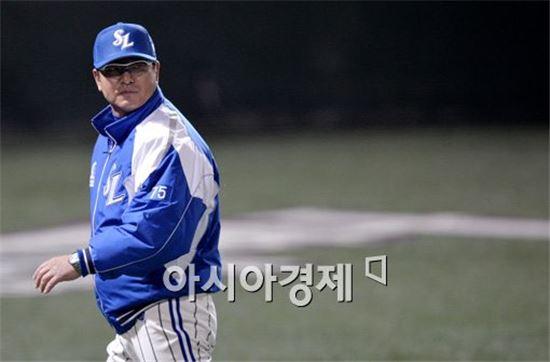 [포토]류중일 감독, '내가 봤을땐 세이프 맞아!'