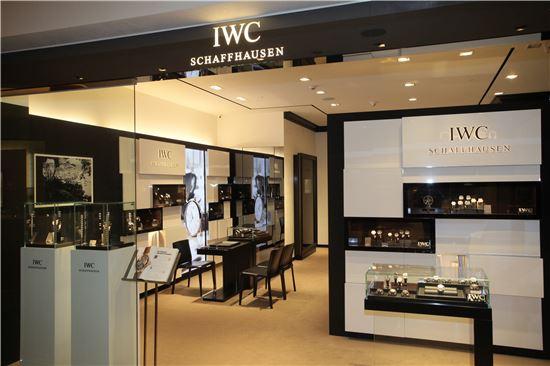 신세계백화점 본점 본관 IWC 매장 전경