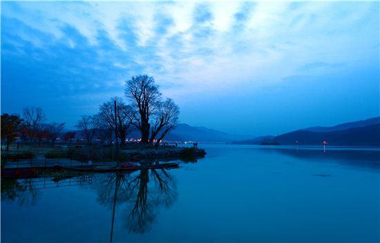 북한강과 남한강이 만나는 두물머리의 새벽