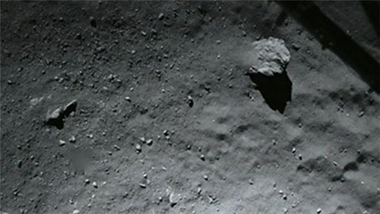▲40m 상공에서 필레가 촬영한 혜성 표면.[사진제공=ESA]