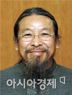 견충의 하북미술대학 설립자 겸 총장