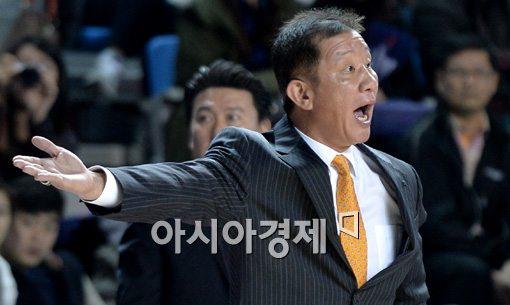 [포토]선수들 독려하는 허재 감독