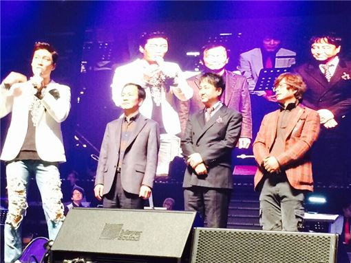 김시영 평화발렌키 대표이사(왼쪽에서 두 번째)