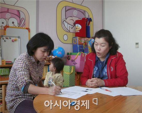 장흥군 다문화가족지원센터(센터장 최선자)는 장흥군에 거주하는 다문화가족의 의사소통어려움을 해소하고, 한국생활 조기정착과 가족간의 관계 향상을 돕기 위해 결혼이민자 통·번역서비스를 제공하고 있다