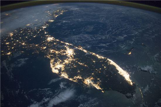 ▲국제우주정거장에서 촬영된 미국 플로리다.[사진제공=NASA]
