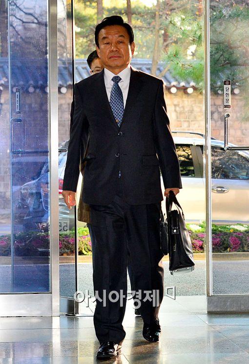 [포토]출근하는 박인용 국민안전처 장관 내정자